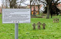 Kriegsgräberanlage Anklam; Hinweisschild - Friedhofsordnung.