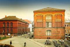Universitätsgebäude - Backsteinarchitektur in der Hansestadt Greifswald.
