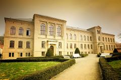 Fassade vom Friedrich Ludwig Jahn Gymnasium; gegründet 1561 - eine der ältesten Schulen Deutschlands.