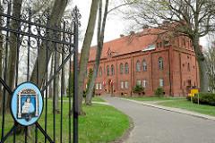 Historische Backsteinarchitektur in Frombork  / Frauenburg; Bischhofsgebäude - eisernes Tor