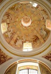 Kuppel der Barockkirche, Wallfahrtskirche Święta Lipka, Heiligelinde - Polen. Mit Gemälden prächtig verzierte Decke.