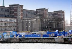 Speichergebäude und Bunker - Hafengebiet von Danzig, Gedansk - Polen.