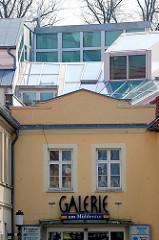 Moderne und historische Architektur in Greifswald.