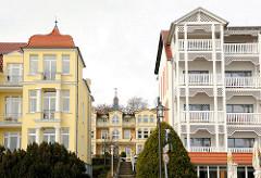 Bäderarchitektur an der Strandpromenade Ostseebad Heringsdorf, Usedom - Wohnhäuser, Pensionen - Ferienunterkünfte.