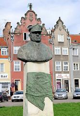 Denkmal Tadeusz Ziolkowski, Bronzebüste - polnischer Nationalheld.