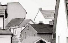 Dächer und Häuser in Wolgast - Schwarz Weiss Fotografie.