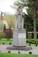 Jesusfigur / Steinskulptur vor der Kollegiatskirche in Dobre Miasto, Polen.