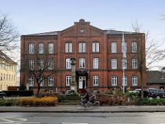 Backsteinarchitektur in Buxtehude - histoirsche Architekturstile - Schulgebäude; Denkmal Weltkrieg.