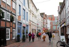 Fussgängerzone - Altstadt von Buxtehude; Geschäftshäuser in der Ritterstrasse.