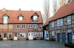 Historische Architektur in Buxtehude, Altstadt - Stavenort; zweigeschossige Fachwerkhäuser.
