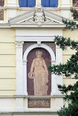 Historische Architektur ( 1857 ) der Hochschule 21 in Buxtehude / Fassade; 2004 als gemeinnützige GmbH gegründet.