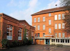 Albert Schweitzer Schule Buxtehude; erbaut 1908 - 09 - Ziegelfassade.