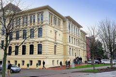 Historische Architektur ( 1857 ) der Hochschule 21 in Buxtehude / 2004 als gemeinnützige GmbH gegründet.