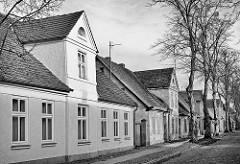 Restaurierte und verfallene Einzelhäuser - Architektur in Ludwigslust, Mecklenburg - Vorpommern.