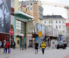 Blick zum Spielbudenplatz auf dem Hamburg Kiez / Hamburg St. Pauli - die Leidenzeile hinter dem Panoptikum wird abgerissen.