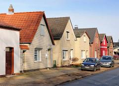 Einzelhäuser mit Spitzdach / gelber Klinkerfassade; Alsenstrasse in Uetersen, Kreis Pinneberg.