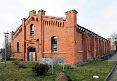 Stadthalle Ludwigslust - ehem. Reithalle des Dragonerregiments - erbaut 1894. Die Backsteinarchitektur steht unter Denkmalschutz.