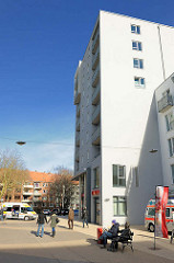 Neubauten am modernisierten Marktplatz von Hamburg Rothenburgsort.