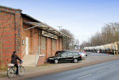 Backsteingebäude Uetersener Eisenbahn AG am Bahnhof Uetersen Ost.