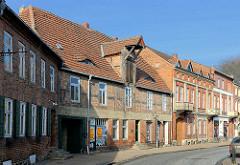 Denkmalgeschütztes Gebäude mit Dachwinde an der Kanalstrasse in Ludwigslust - ältestes Gewerbegebäude der Stadt, ehem. Bier- und Malzbrauerei.