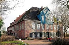 Klostergebäude / Südhaus in Uetersen, Kreis Pinneberg. Langestreckter Backsteinbau - Barockarchitektur, erbaut 1749.