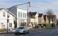 Wohnhäuser unterschiedlicher Baustil - Tornescher Weg in Uetersen, Kreis Pinneberg.