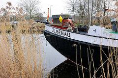 Binnenschiff Ilmenau auf der Ilmenau am Ufer von Bardowick.