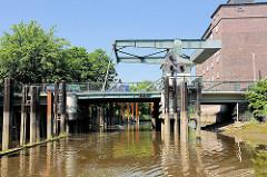 Klappbrücke an der Pinauallee in Uetersen.