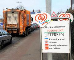 Strassenverkehr - Willkommensschild in der Rosenstadt Uetersen.