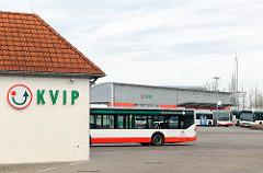 Bushof der KVIP in Uetersen - Kreisverkehrsgesellschaft in Pinneberg mbH; regionales Busverkehrsunternehmen.