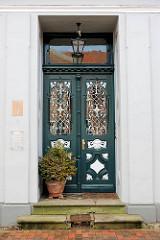 Klassizistische Haustür - ehem. Geschäftshaus, erbaut 1877 - Bilder aus Uetersen, Kreis Pinneberg.
