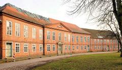 Das Prinzenpalais am Bassin in Ludwigslust - Wohnraum für die herzogliche Familie; barock - klassizistische Architektur.