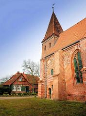 Backsteinkapelle auf dem  St. Nikolaihof in Bardowick - mittelalterliche Wohnanlage, ehem. Leprosenheim und Altenstift.