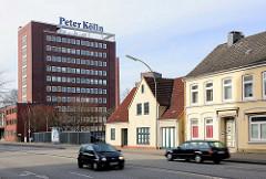 Verwaltungshochhaus Peter Kölln - Wohnhäuser an einer Hauptverkehrsstrasse in Elmshorn.