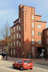 Klinkerarchitektur des Neuen Bauens in Itzehoe - Wohnhaus, Geschäftshaus - Sparkasse in Itzehoe.