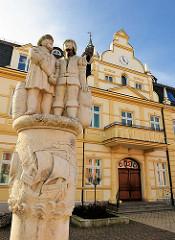 Hansebrunnen vor dem Rathaus der Hansestadt Demmin.