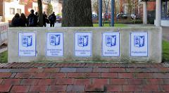 Schilder Polizeidirektion, Bezirkskriminalinspektion, Kriminalpolizei, Polizeirevier Itzehoe.