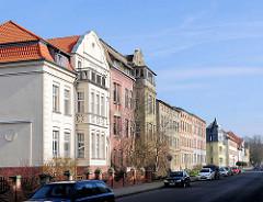 Mehrstöckige Wohngebäude - Gründerzeitarchitektur, Baustil Historismus; Fotos aus der Hansestadt Demmin in Mecklenburg Vorpommern.