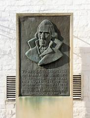 Gedenktafel, Denkmal für Johann Gottwerth Müller in Itzehoe am Prinzeßhof - 1743 - 1828, erster Buchhändler der Stadt; Privatgelehrter und freier Schriftsteller.