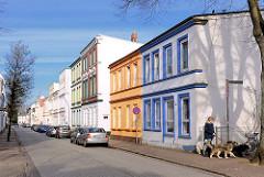 Gründerzeitarchitektur mit bunten Hausfassaden - Baustil Historismus, Wohnhäuser in der Peterstrasse von Elmshorn.