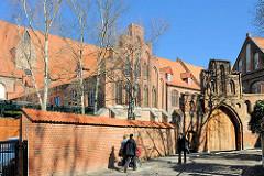 Backsteinarchitektur in der Hansestadt Stralsund - Kloster St. Katharinen.