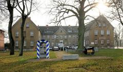Historisches Gebäude, Hansestadt Demmin - 1845 als Arbeits- Kranken- und Armenhaus errichtet, ab 1860 OstKaserne des 9. Ulanenregiment.