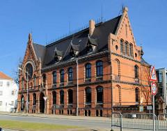 Friderico-Francisceum in Bad Doberan - erbaut 1889, Backsteinarchitektur, seitlicher Giebelbau / Klinkerfassade - Architekt Ludwig Möckel.