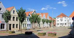 Historische Häuser am Markt gegenüber dem alten Rathaus in Itzehoe.