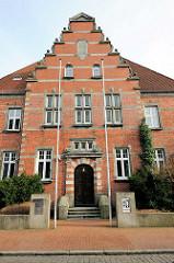 Eingang Amtsgericht Elmshorn - erbaut 1910 im niederländischen Renaissancestil.
