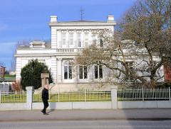 Weisse Villa, Baustil Neorenaissance erbaut 1894 - ehem. Wohnhaus.