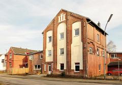 Zum Wohnhaus umgebaute Gewerbegebäude am Hafen von Itzehoe.