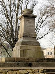 Denkmal für die Gefallenen der Kriege 1866-71; Inschrift Den toten zur Ehr, den Lebenden zur Pflicht; Bilder aus der Hansestadt Demmin.