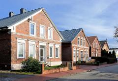 Historische Wohnhäuser im gleichen Baustil, Ziegelfassade - Bilder aus Itzehoe, Schleswig Holstein.