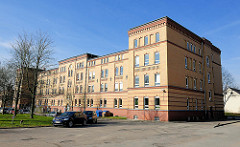 Historische Backsteinarchitektur - gelbe Ziegelfassade; ehem. Gudewill-Kaserne in Itzehoe.